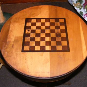 round chess table border